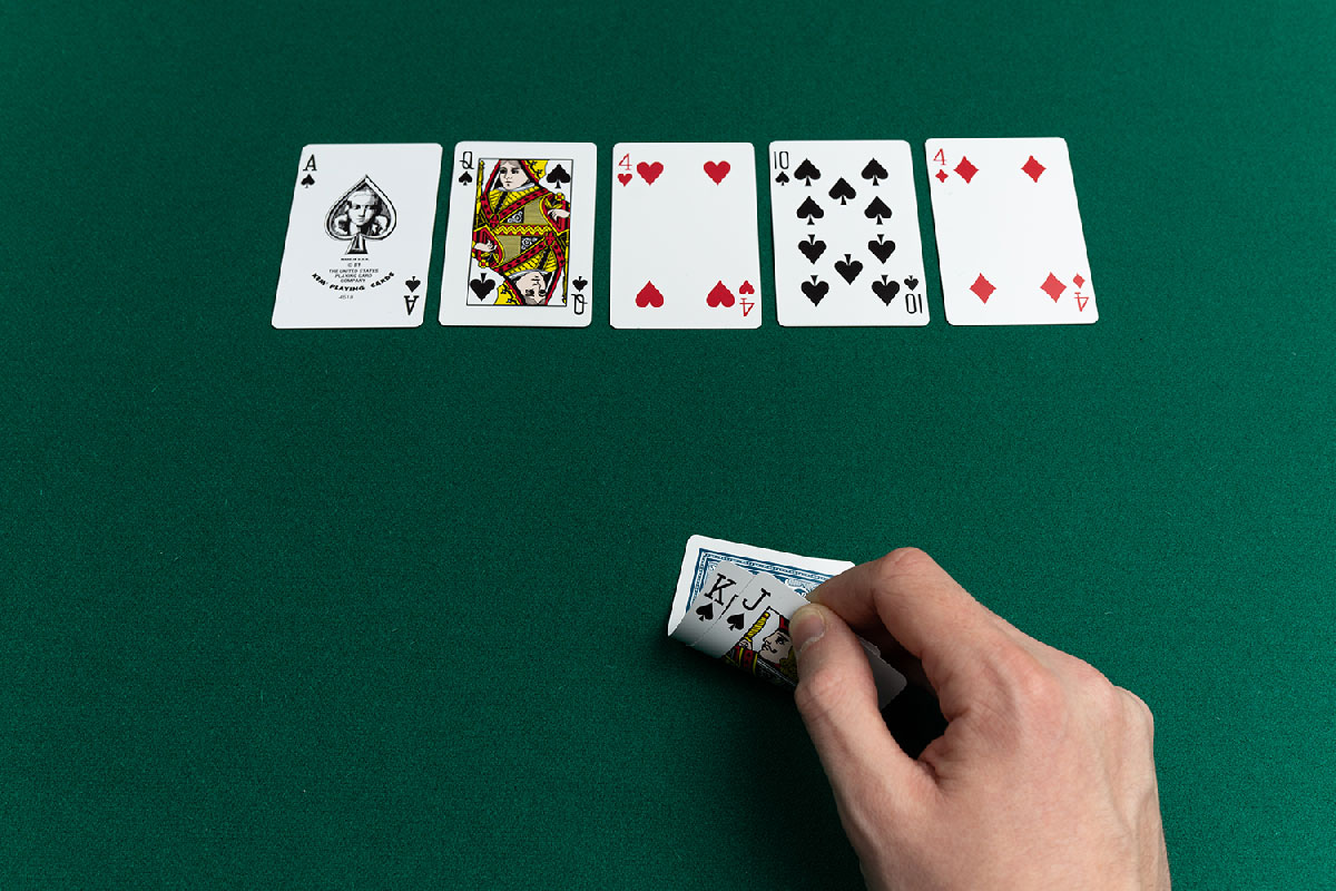 What The Specialists Aren't Saying About Online Casino?